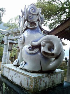 陶山神社の狛犬04番【吽形】お尻の写真