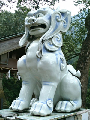 陶山神社の狛犬04番【阿形】アップの写真