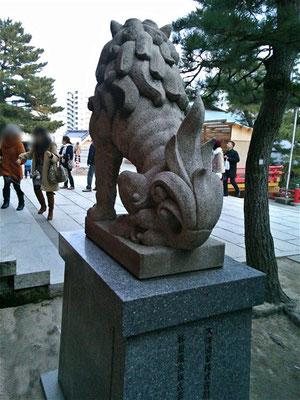 赤間神宮の狛犬02番【吽形】お尻の写真