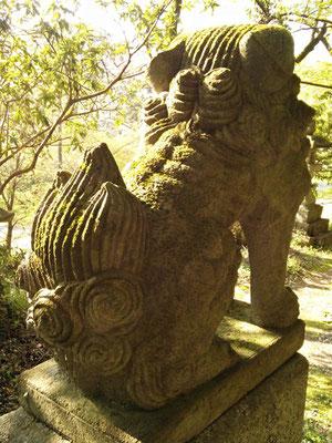 湊川社の狛犬【阿形】後ろから撮影