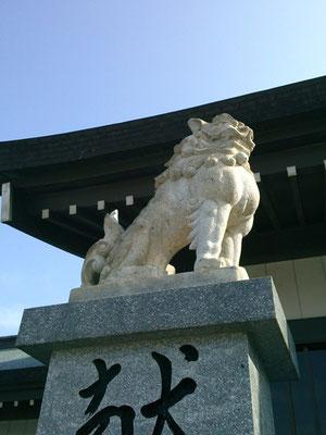 宗像大社駐車場の狛犬吽形の写真