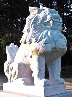 與止日女神社の狛犬【吽形】アップの写真