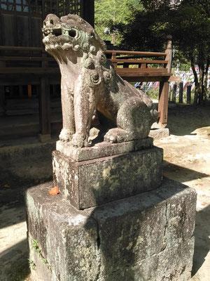 與止日女神社の狛犬【阿形】全体像の写真