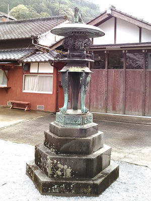 陶山神社の狛犬02番【吽形】全体像の写真
