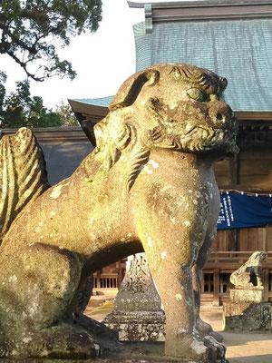 與止日女神社の狛犬【吽形】横の写真