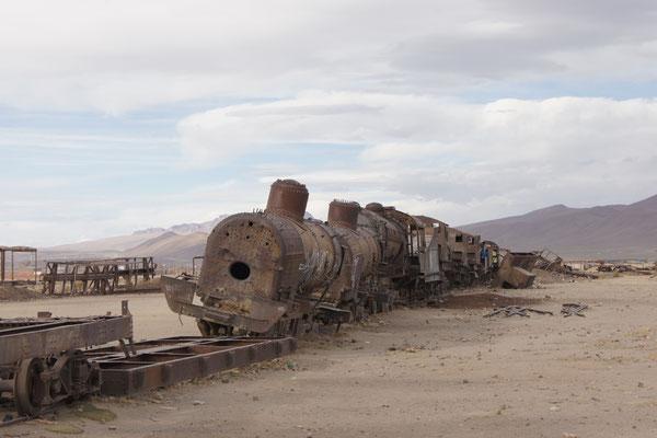 Hunderte alter Lokomotive - mitten im Nichts