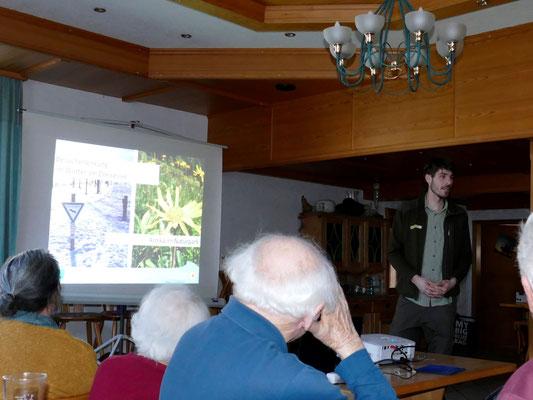 Marco Müller stellt die Arbeit der Naturparkranger vor. Foto: Norbert Ephan