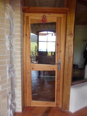 Porte intérieure vitrée en bois de pin maritime.