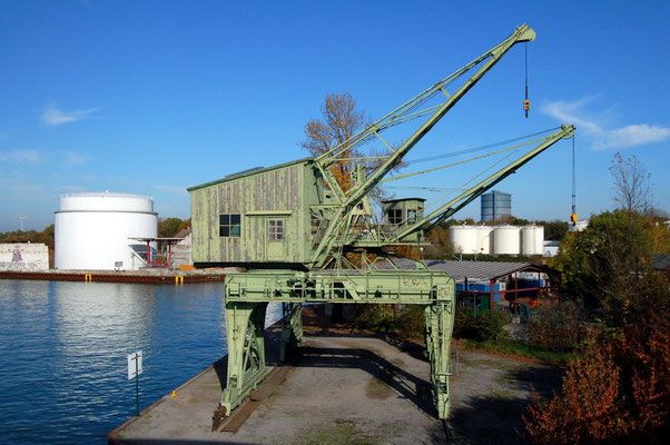 Petroleumhafen - 2 Portaldrehkräne (denkmalgeschützt)