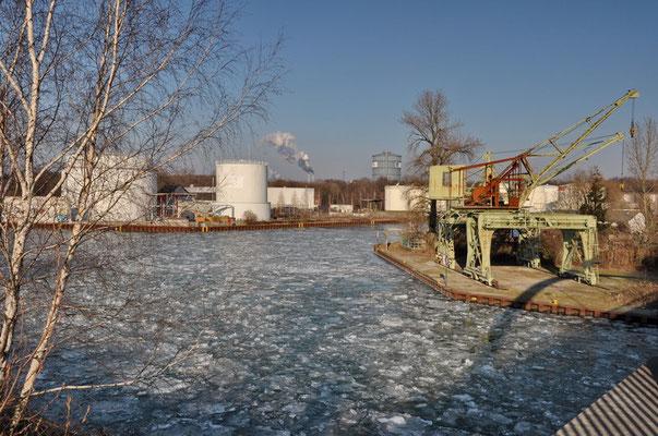 Petroleumhafen - Portaldrehkräne (denkmalgeschützt)