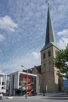 umgestalteter Petrikirchhof | Boulevard Kampstraße
