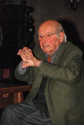 Gottfried von Stockhausen, Gestalter der Fenster von St. Reinoldi, Dortmund  erläutert sein Werk beim TdoD 2007