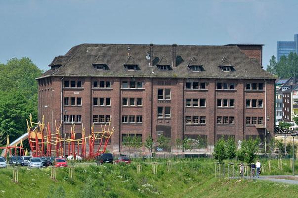 Phoenix - See, Dortmund - ehem. Hauptmagazingebäude seit 2011 unter Denkmalschutz (wird z. Zt. umgebaut) http://www.dortmund.de/de/leben_in_dortmund/planen_bauen_wohnen/denkmalbehoerde/nachrichten_denkmalbehoerde/news_detail_denkmalbehoerde.jsp?nid=128545