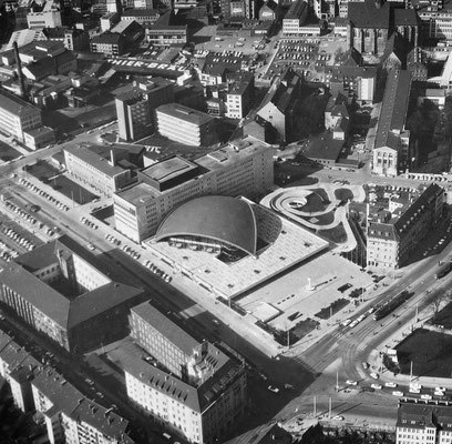 Luftbild aus den 1960er Jahren des neu erbauten Theaters