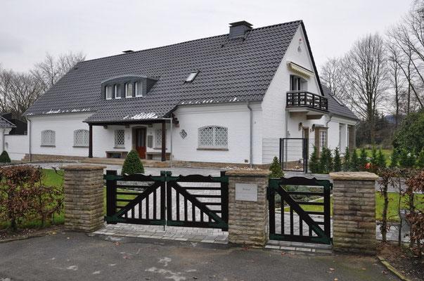 Wohnhaus, Do-Lücklemberg | erbaut 1949 nach Plänen des Architekten Fritz August Breuhaus de Groot. Im Jahr 2007 komplett saniert