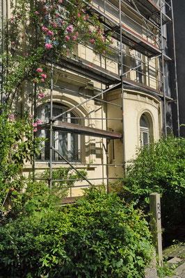 Lindemannstr. 32, Dortmund (vor vielen Jahren wurde hier einmal ein Gerüst aufgestellt, welches nie wieder abgebaut wurde)