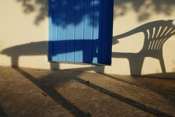 Schattenspiel vor meinem Atelier in Koroni