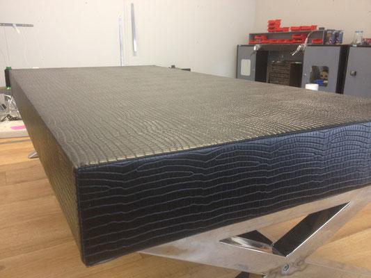 restauration d'une table en simili croco