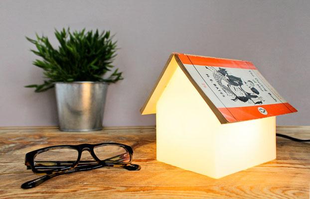 SUCK UK, lampada reggi libro