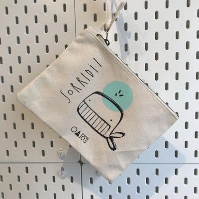 """ESAURITO!!!! Astuccio, cotone organico, zip, 22 x 16 cm /18.- chf • serigrafia """"Laboratorio Seriarte"""", fondazione Diamante, Giubiasco"""