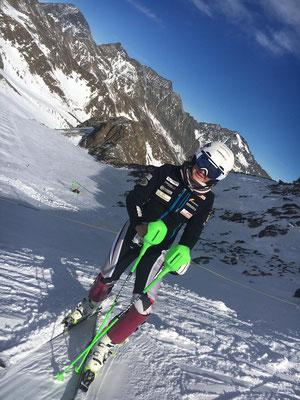 Yvonne Gadola beim Slalomblock am Stubaier Gletscher