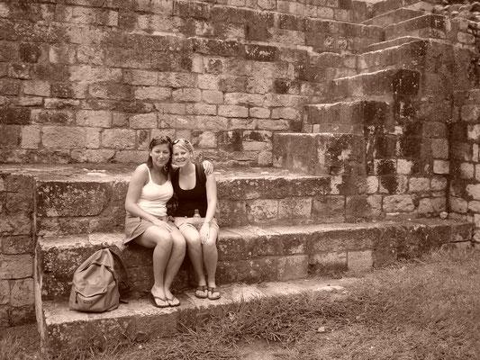 Leonie en Simone in Guatemala in 2006
