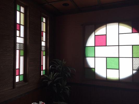 九州 はかた きねやグループ様の「居食遊間 木四季」様の彩り障子 丸窓