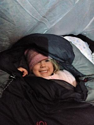 Luana ist bereit für die eiskalte Nacht.