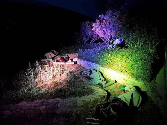 Danach ging es auf den Ölberg. Die Jünger schliefen, während Jesus im Hintergrund betete.