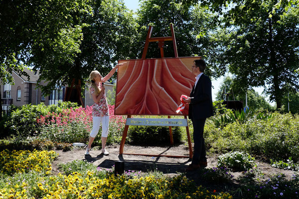 "2015 Painting on a roundabout: ""Ode on the Okoumé-tree"" painted on Okoumé- wood"