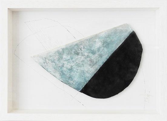《散歩する月》✔ (半立体作品)紙にアクリル絵の具、ペン、色鉛筆、インク /2016