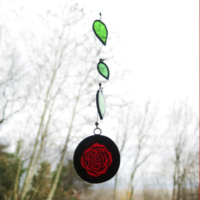 Mobile avec rose peinte (vendu)