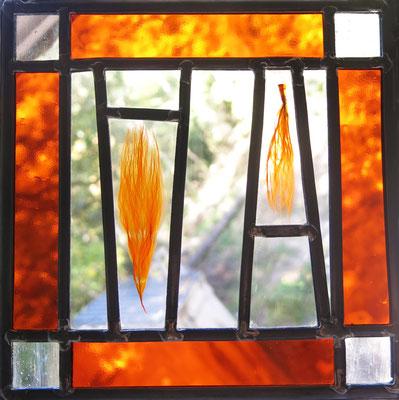 VENDU (vitrail à suspendre (diptyque), verre et inclusion en résine acrylique, 25x25cm)