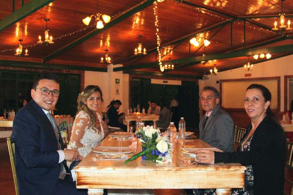 Mesa en madera boda Cajicá