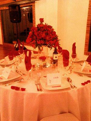 Decoración boda con astromelias y rosas