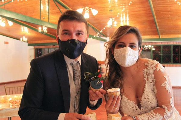 Novios tapabocas boda Cajicá