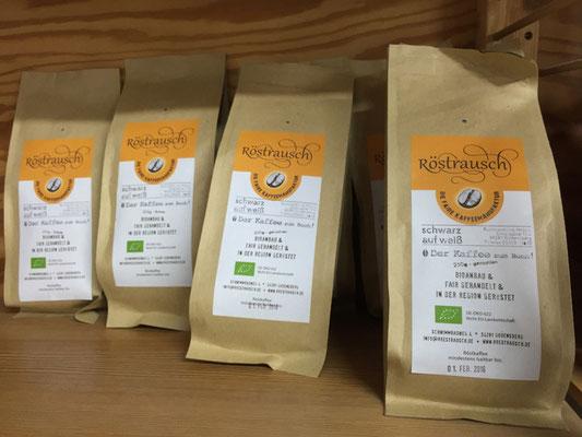 Testen Sie den Geschmack von fair-gehandeltem Bio-Kaffee