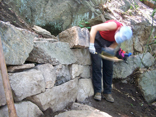 Chiseling for perfect contact, Dry stack walling workshop, Bear Mtn., NY, 2006