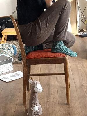 halb kniend sitzen
