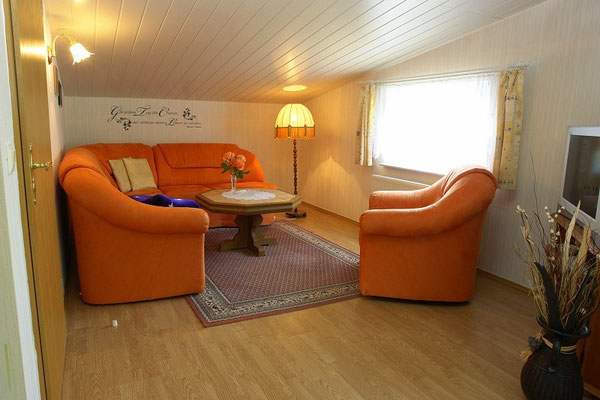 Ferienwohnung in Thomsdorf - Wohnzimmer mit großem Fernseher