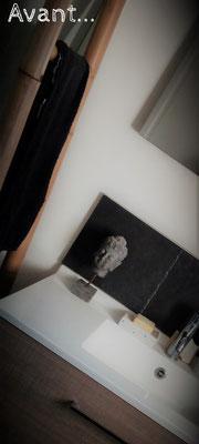 Détail salle de bain zen & tendance by Fannygloo : bouddha, bois, noir & carreau de ciment