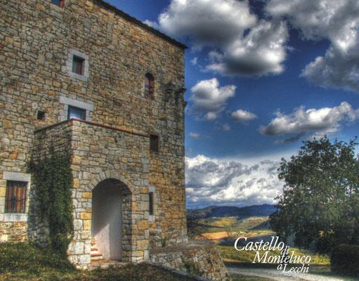 Dietro le mura il panorama del Chianti • Landscape of Chianti behind the walls