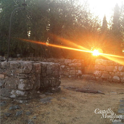 Tramonto sul pozzo • Sunset on the well