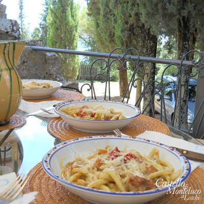 Pranzo all'aperto • Outdoor lunch