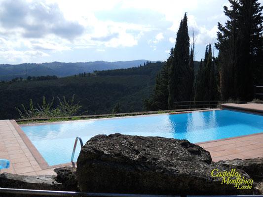 La piscina sulle colline del Chianti | The pool in front of the Chianti hills