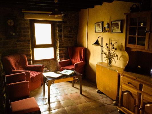 La cadiera (pequeña biblioteca y espacio común)