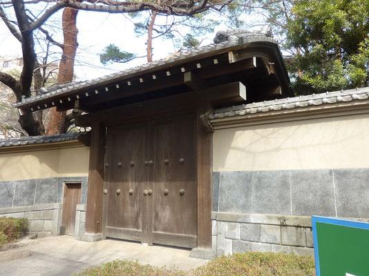 世田谷文学館はウテナの寄贈(創始者久保政吉旧邸の門)