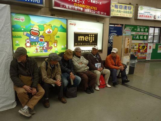 江ノ電藤沢駅ホームで