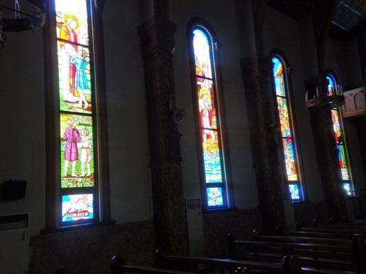 壁面のステンドグラス