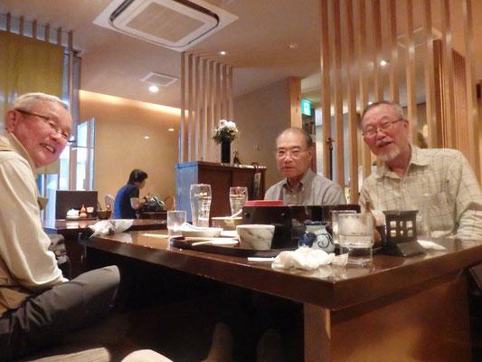 大岡山にて昼食
